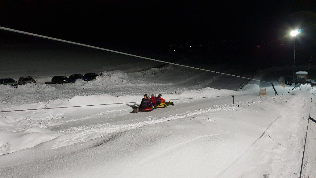 Kommedico Teambuilding bei Nach-Weihnachtsfeier - Snowtubing-Piste gross